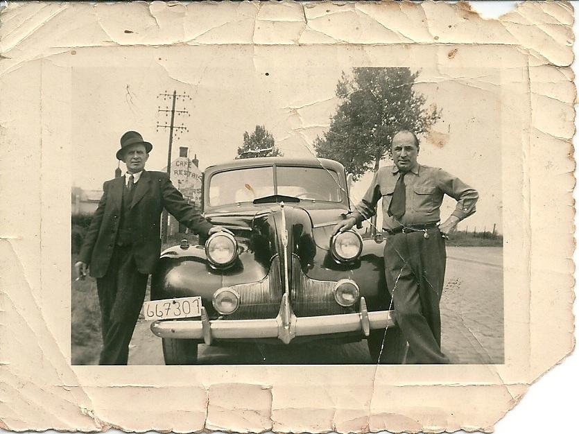 Jozef De Saedeleer en een vriend, jaren 1940-1950, teMolenkouter Sint-Lievens-Houtem. Collectie De Landsheer