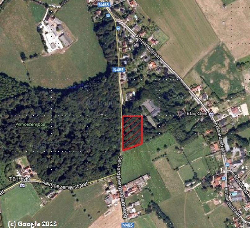 het kappen van de bomen is voorzien in het in rood gearceerde deel van het bos, aan de rechterkant van de Geraardsbergsesteenweg net over de grens met Gontrode