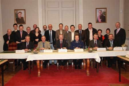 Politiecollege en politieraad bij de installatievergadering op 1 februari in Destelbergen