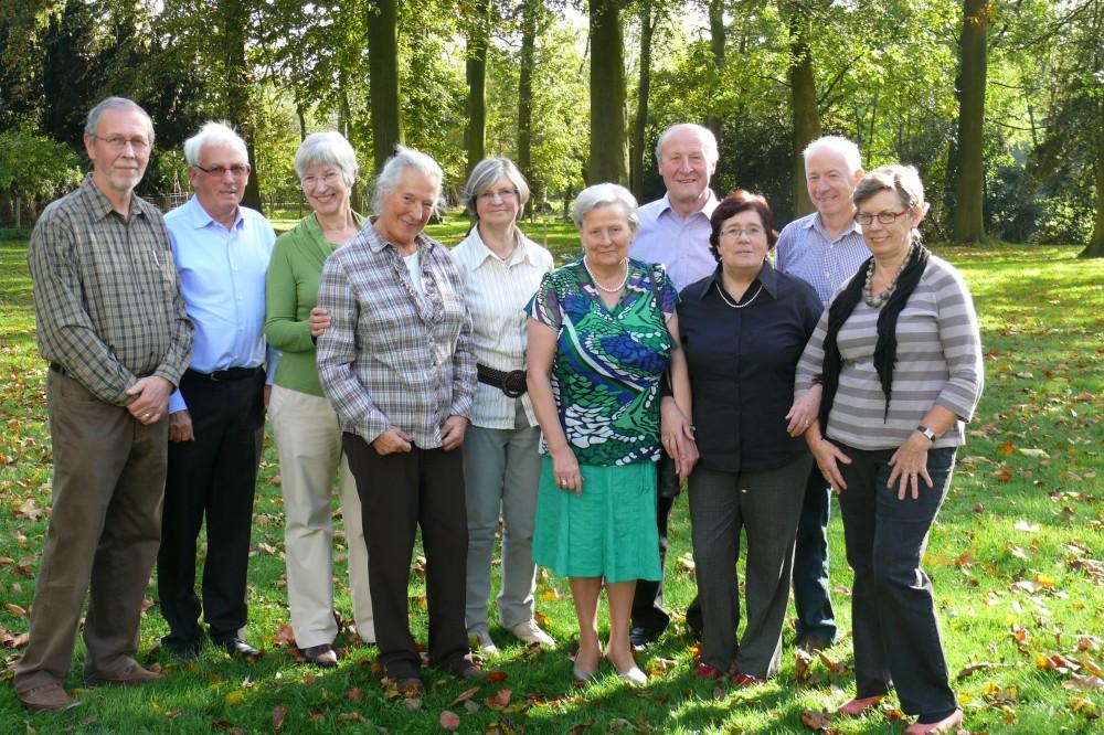 het huidige bestuur van NEOS Oosterzele (foto van de vereniging)