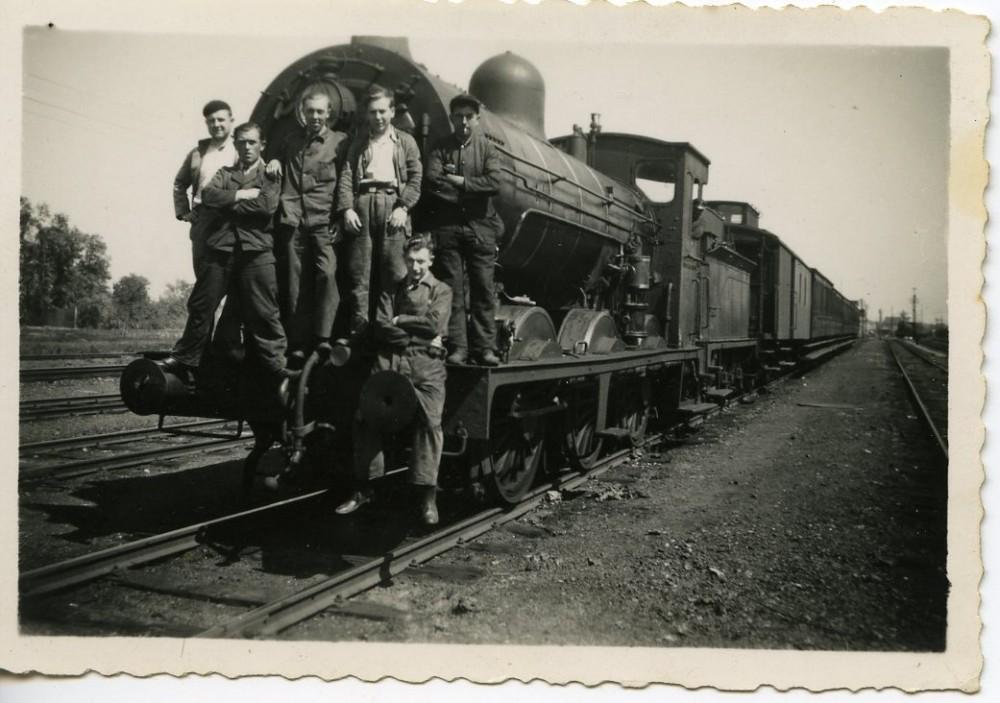 Spoormannen op de trein nabij Merelbeke, 20ste eeuw (collectie Van Hoecke)