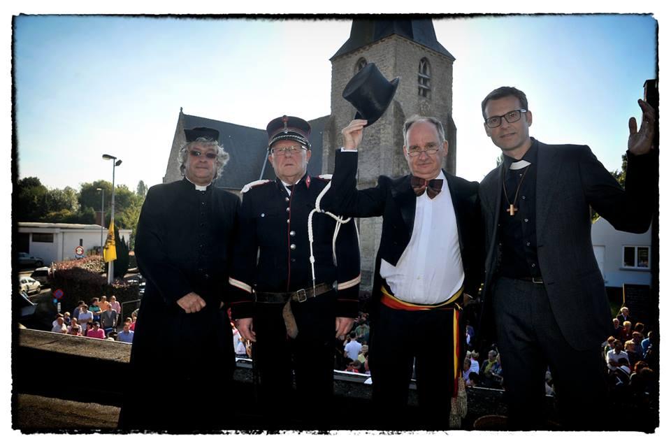 de hoofdrolspelers van de Ploegfeesten (vlnr) de oude pastoor, de champetter, de burgemeester en de nieuwe pastoor (foto Jean-Pierre Fack)