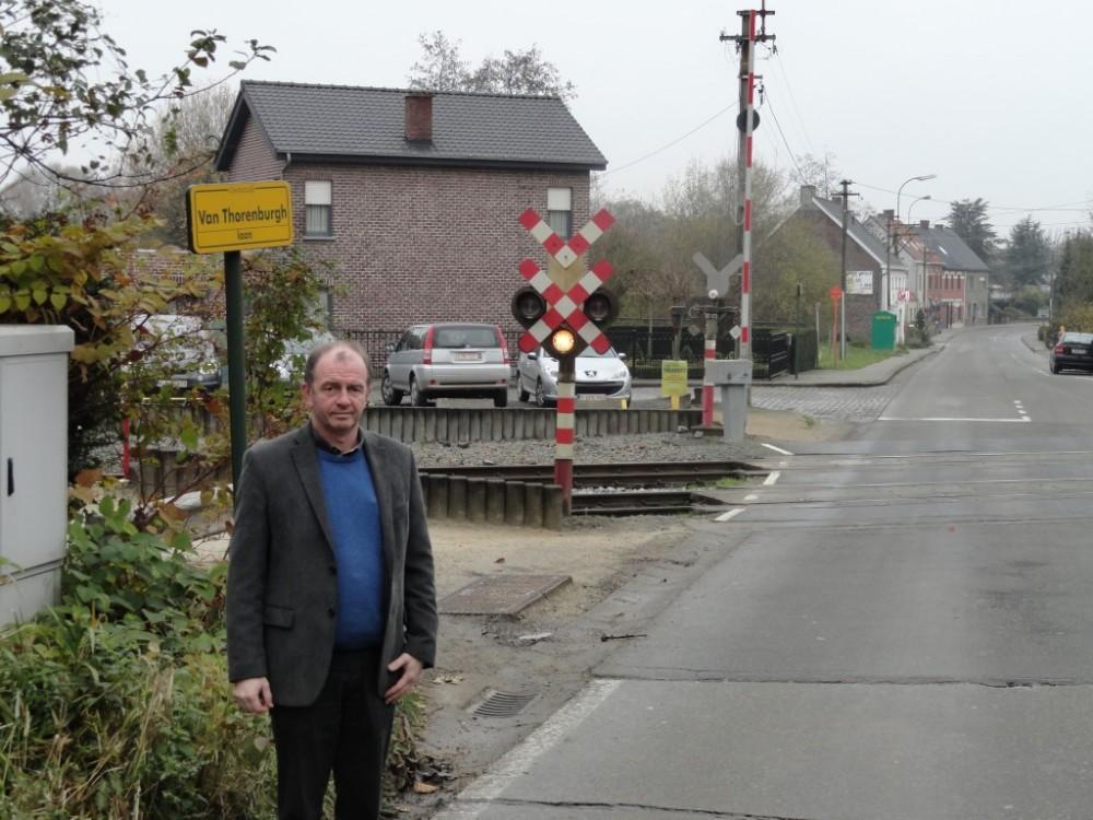 Christ Meuleman bij het station van Moortsele. Van daaruit wordt afvalwater opgepomt richting Spiegel. Er komt ook een bufferbekken voor regenwater (foto via gemeente)
