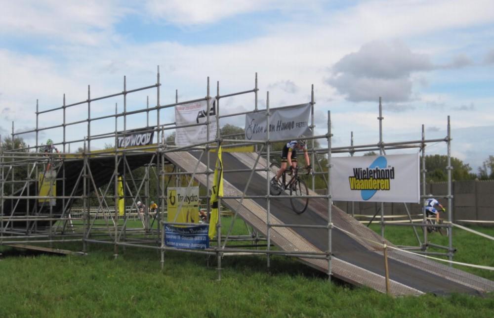 Het brugje op het parcours langs de Rooberg