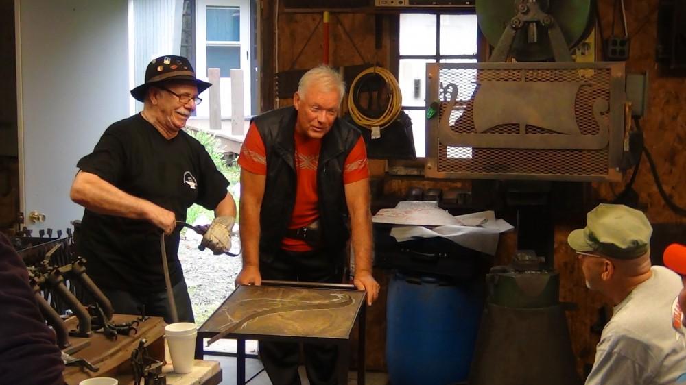 Roger Bockstaele (links) aan het werk in de Verenigde Staten met zijn vriend Rudi Kerckhaert