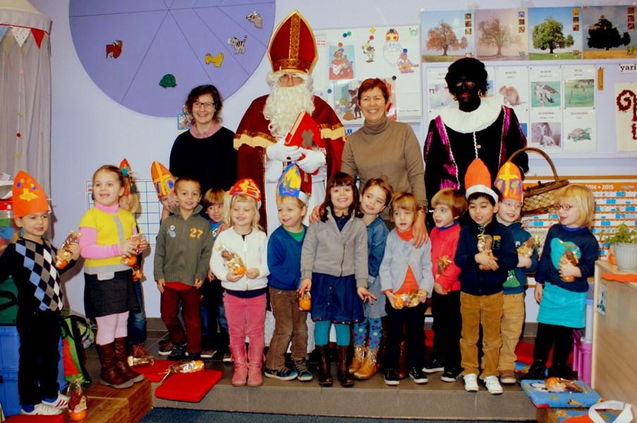 Sinterklaas op school in Landskouter (foto Eddy Peeters uit Het Nieuwsblad)