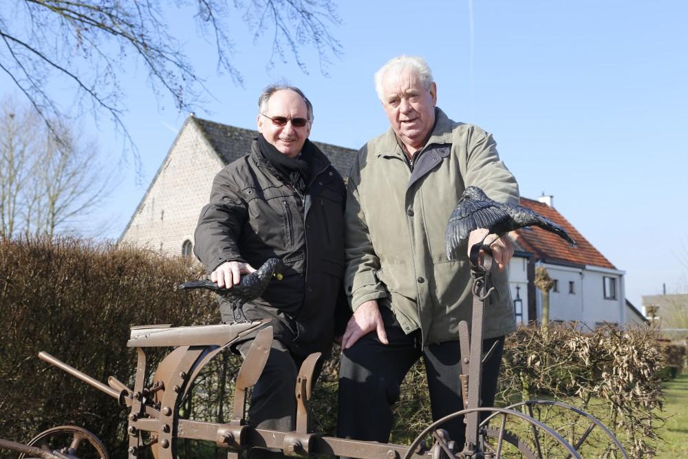 De bezieler van de Ploegfeesten Noel Minnaert en Ghislain Callaert jaren lang die zijn hangar ter beschikking stelde
