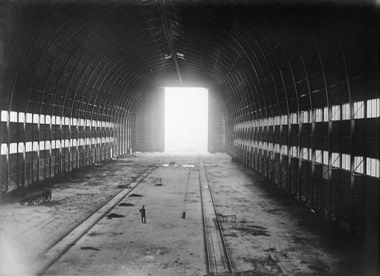 De zeppelinhal van Gontrode in (foto IWM via hetvliegveldvangontrode.be