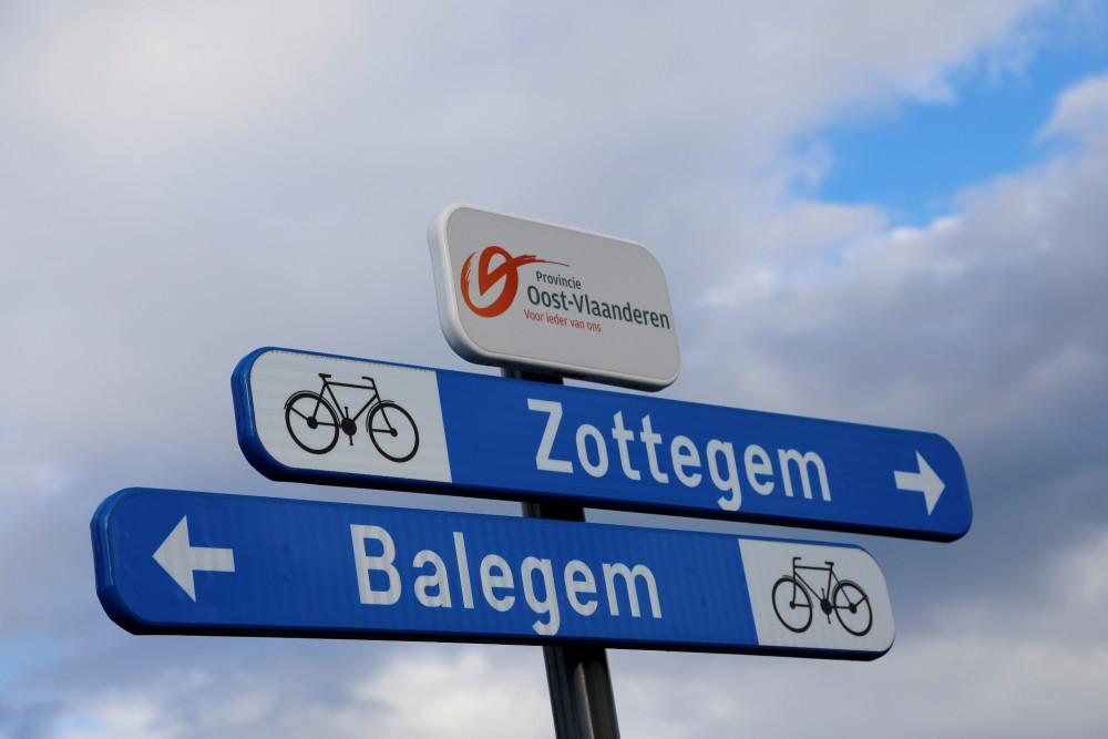fietsen tussen Balegem en Zottegem langs de spoorlijn, dankzij subsidies van onder meer de provincie Oost-Vlaanderen