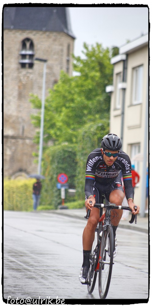 De uiteindelijke winnaar Elias Van Breussegem tijdens een doortocht in de Bakkerstraat