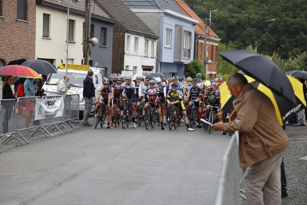 De 85 renners aan de start van Landskouter koers 2015