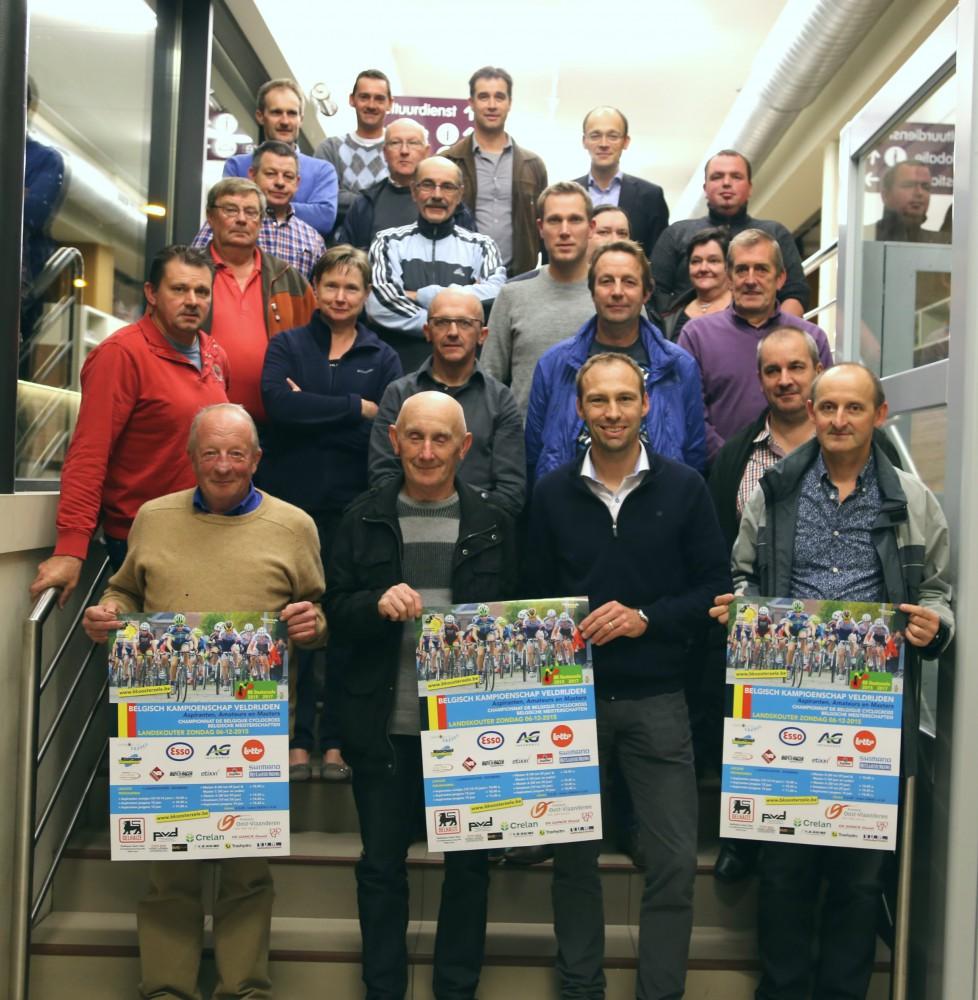 Organisatoren en vrijwilligers van het BK Veldrijden in Landskouter op 6 december, met onder andere wedstrijddirecteur Koen Beeckman en logistiek verantwoordelijke Patrick Van Damme