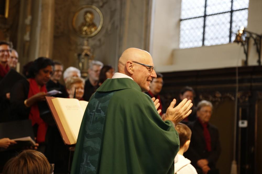 Padre Renaat wordt gevierd in de Sint Agathakerk met het Martinuskoor uit Massemen