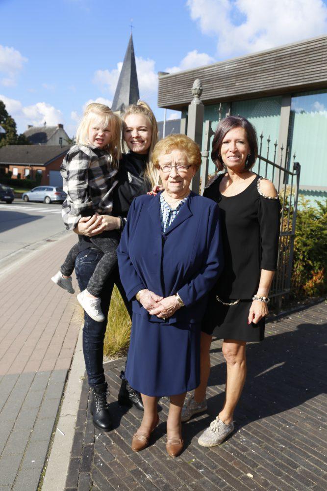 Viergeslacht met Simonna, Vera, Lisa en Chloë