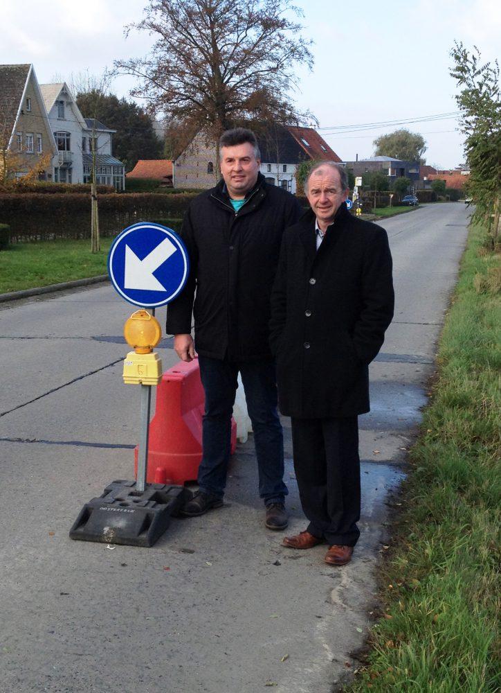 Filip Vermeiren en Christ Meuleman bij de proefopstelling op de Rooberg